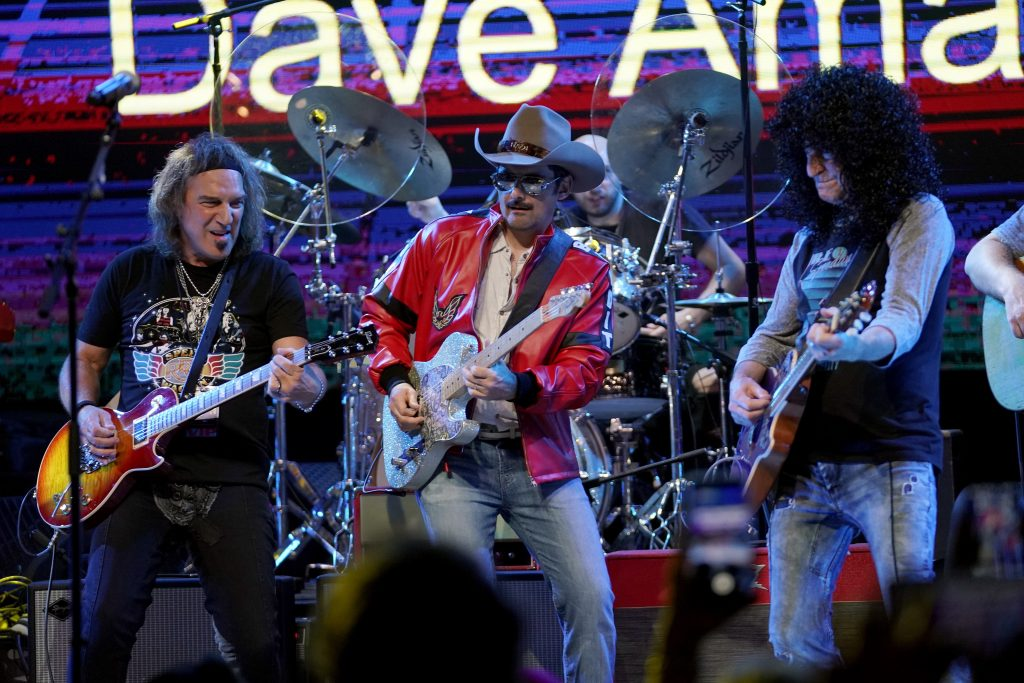 NASHVILLE, TENNESSEE - SEPTEMBER 29: Dave Amato and Kevin Cronin of REO Speedwagon and Brad Paisley (M) perform onstage during Nashville's 80's dance party to end ALZ benefitting the Alzheimer's Association on September 29, 2019 in Nashville, Tennessee. (Photo by Ed Rode/Getty Images for Alzheimer's Association)