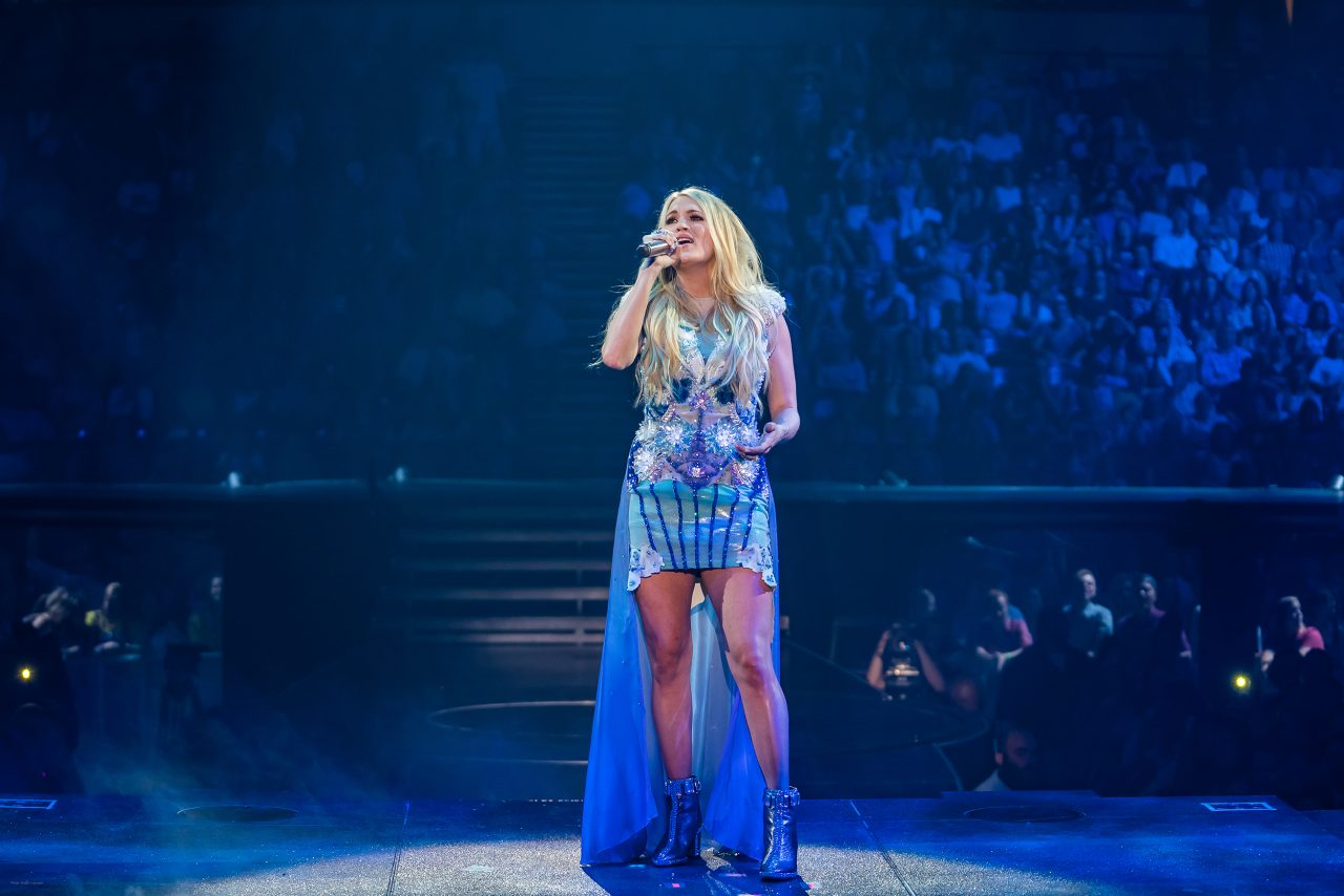 Watch Deaf Country Fan Duet With Carrie Underwood