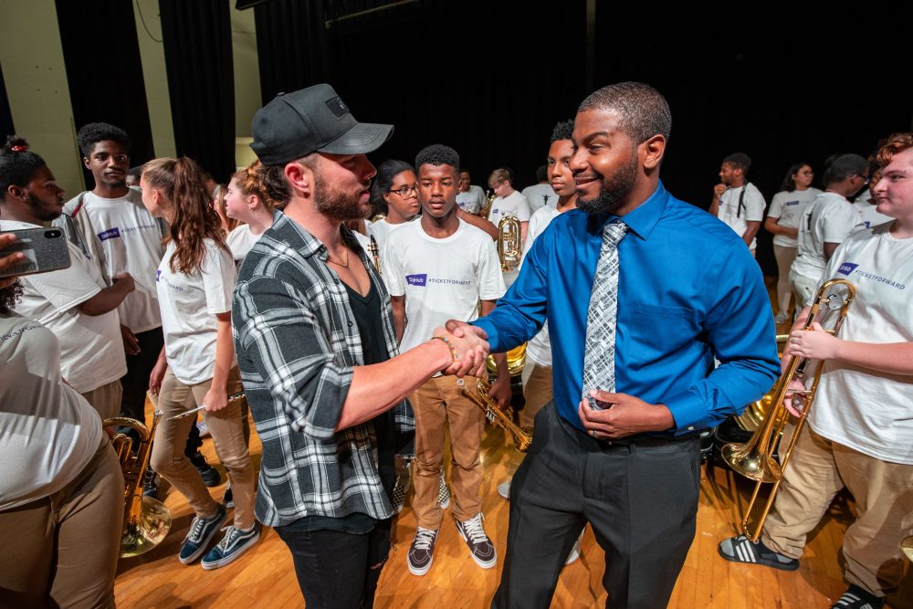 Chris Lane Helps StubHub Celebrate Instrument Donation to Nashville High School