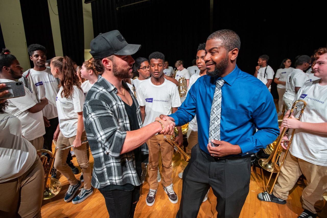 Chris Lane Helps StubHub Celebrate Instrument Donation to Nashville High School