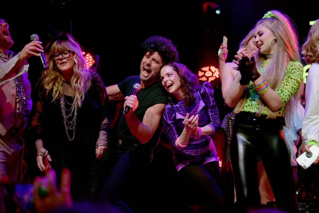 NASHVILLE, TENNESSEE - SEPTEMBER 29: Jamie O'Neal, Charles Esten, Kimberly Williams-Paisley and Tegan Marie perform onstage during Nashville's 80's dance party to end ALZ benefitting the Alzheimer's Association on September 29, 2019 in Nashville, Tennessee. (Photo by Jason Kempin/Getty Images for Alzheimer's Association)
