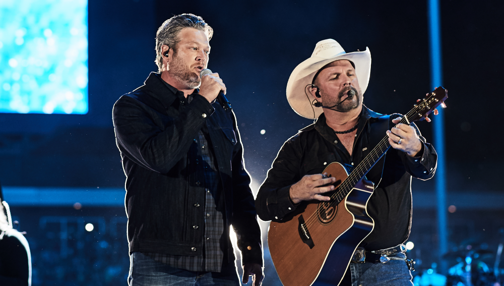 Garth Brooks and Blake Shelton Make a Splash in 'Dive Bar' Video