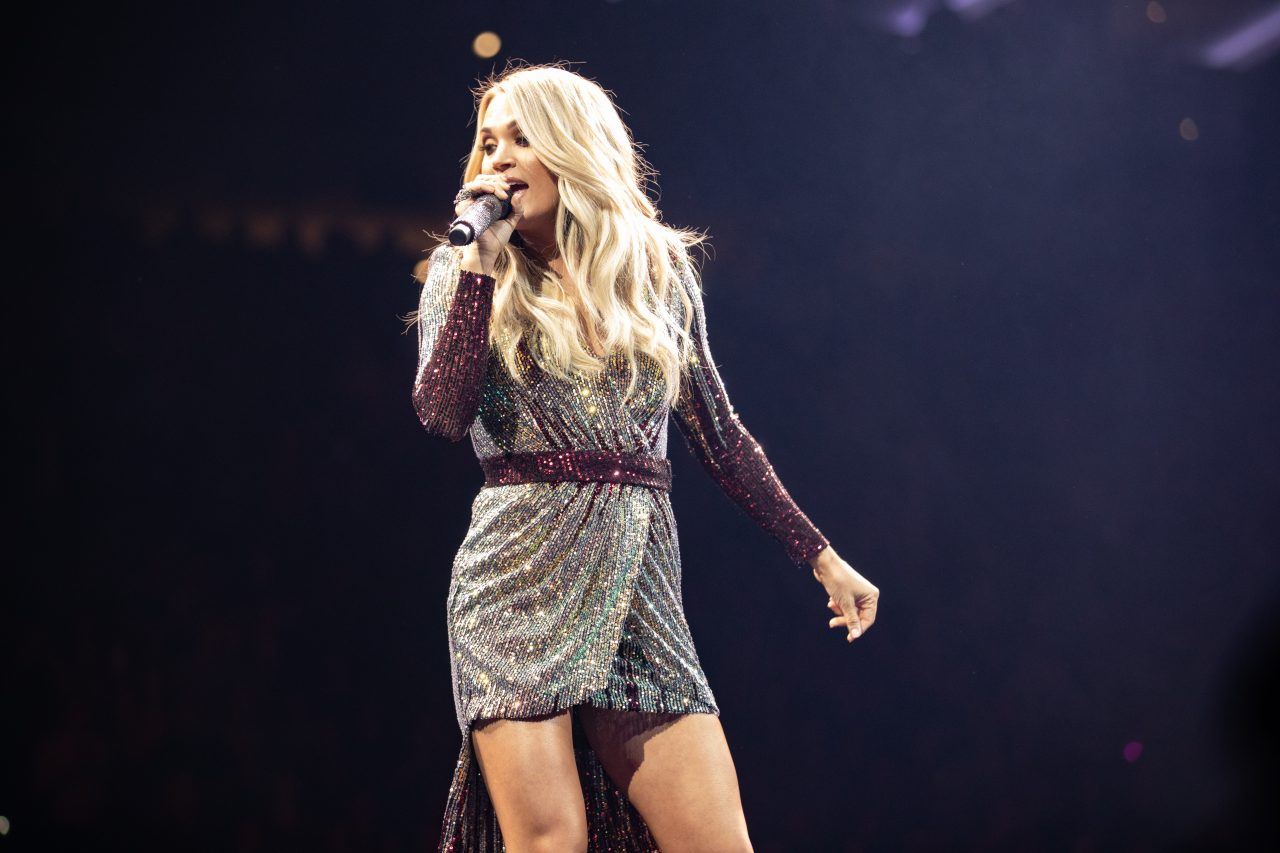 Watch Carrie Underwood and Her Mom Rap 'The Champion' Onstage