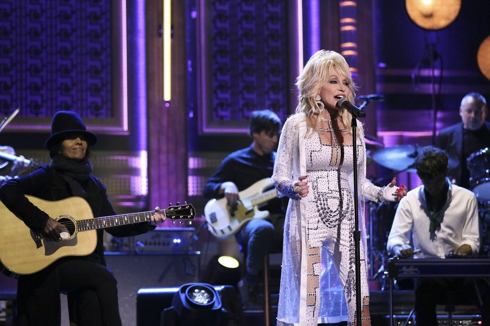THE TONIGHT SHOW STARRING JIMMY FALLON -- Episode 0972 -- Pictured: (l-r) Musical guest Dolly Parton performs on November 30, 2018 -- (Photo by: Andrew Lipovsky/NBC)
