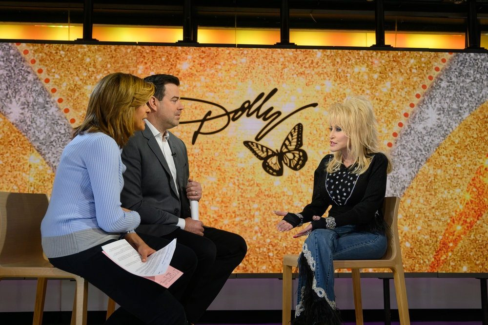 TODAY -- Pictured: Hoda Kotb, Carson Daly and Dolly Parton on Friday, November 30, 2018 -- (Photo by: Nathan Congleton/NBC)