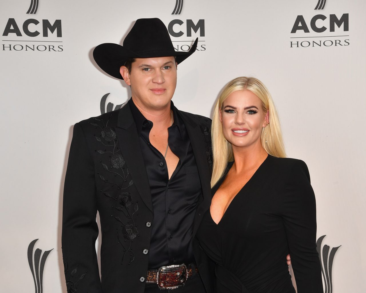 Jon Pardi Proposes to Longtime Girlfriend at the Ryman Auditorium