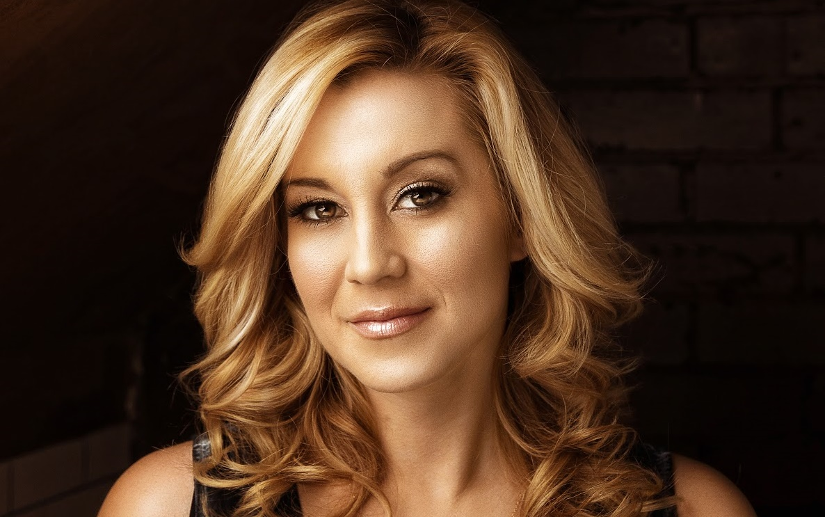 Hear Kellie Pickler Get Welcomed to 'Mister Rogers' Neighborhood'