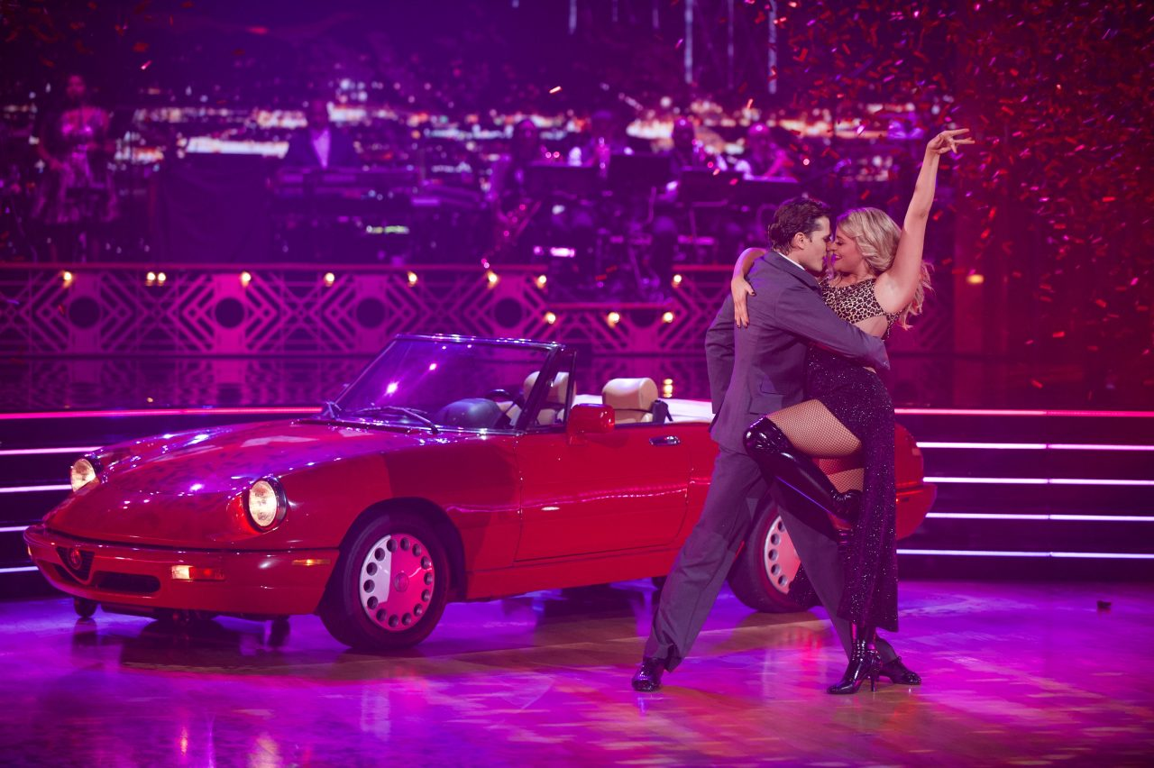 Dancing with the Stars: Lauren Alaina Channels Julia Roberts for Movie Night