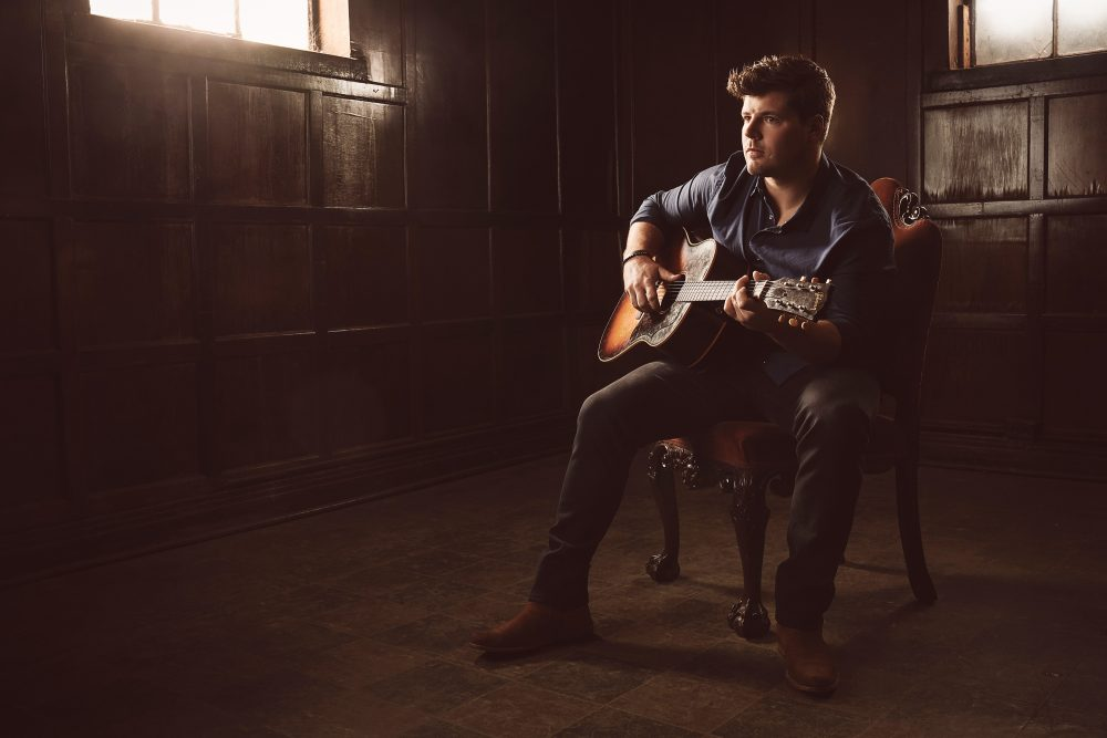 Newcomer Robert Counts Introduces His Smoke-and-Soul Country Sound