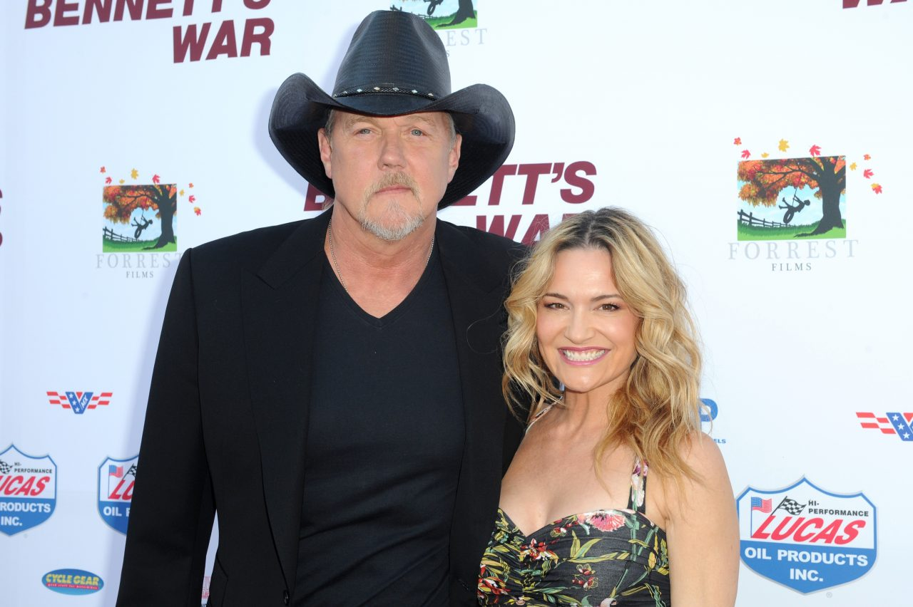 Trace Adkins Marries Victoria Pratt In Blake Shelton-Officiated Ceremony