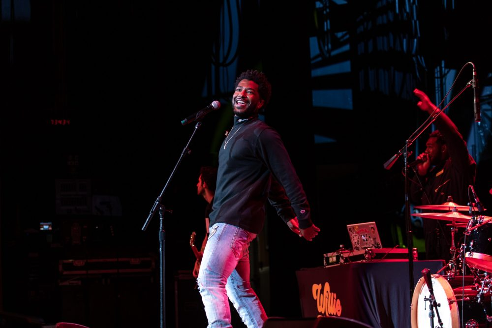 Willie Jones Brings His Smooth Country Vibes to the Ryman Auditorium