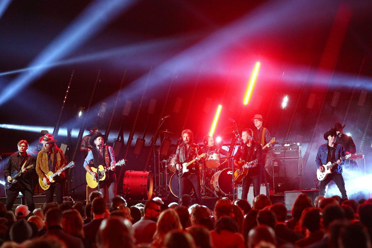 Brooks & Dunn, Brothers Osborne Tear the Roof Off the CMA Awards