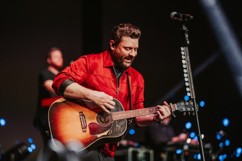 Watch Chris Young Serenade a Cancer Patient in Final Tour Stop of 2019