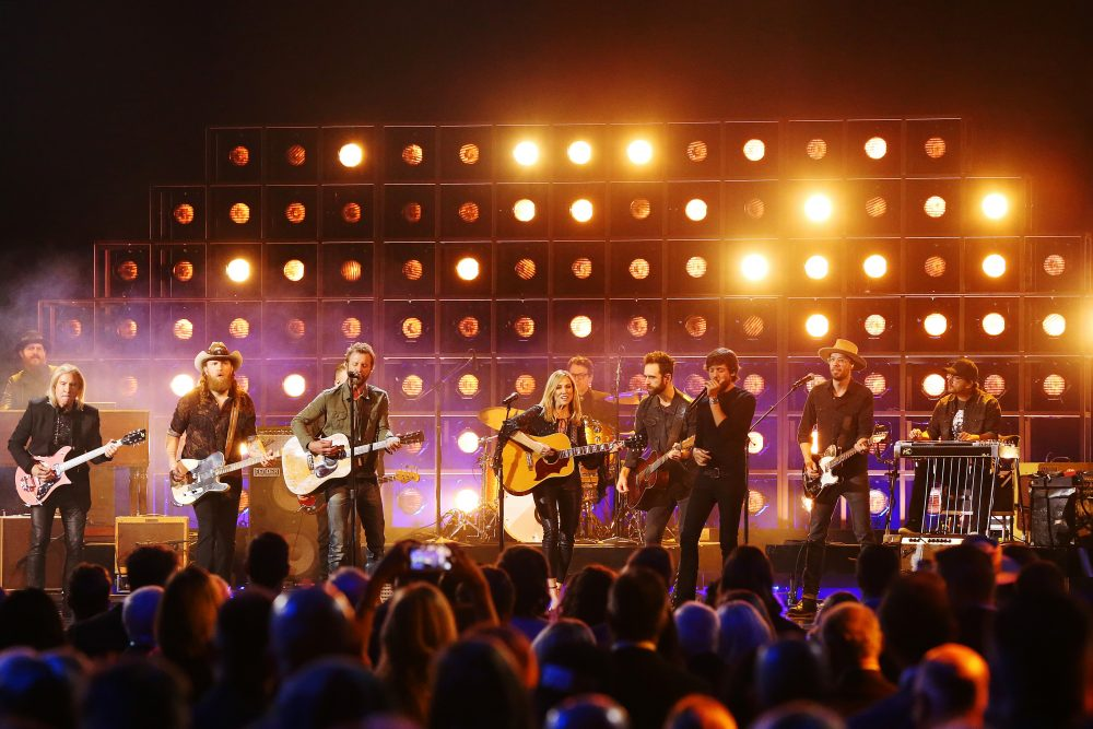 Dierks Bentley, Sheryl Crow and More Tribute Kris Kristofferson at CMAs