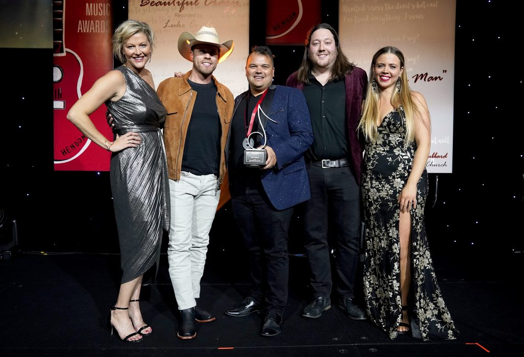 NASHVILLE, TENNESSEE - NOVEMBER 10: (L-R) SESAC VP of Creative Services Shannan Hatch, Dustin Lynch, Justin Ebach, SESAC Sr. Director Creative Services ET Brown and SESAC Sr. Director Creative Services Lydia Schultz take photos onstage during the 2019 SESAC Nashville Music Awards at Country Music Hall of Fame and Museum on November 10, 2019 in Nashville, Tennessee. (Photo by Ed Rode/Getty Images for SESAC)