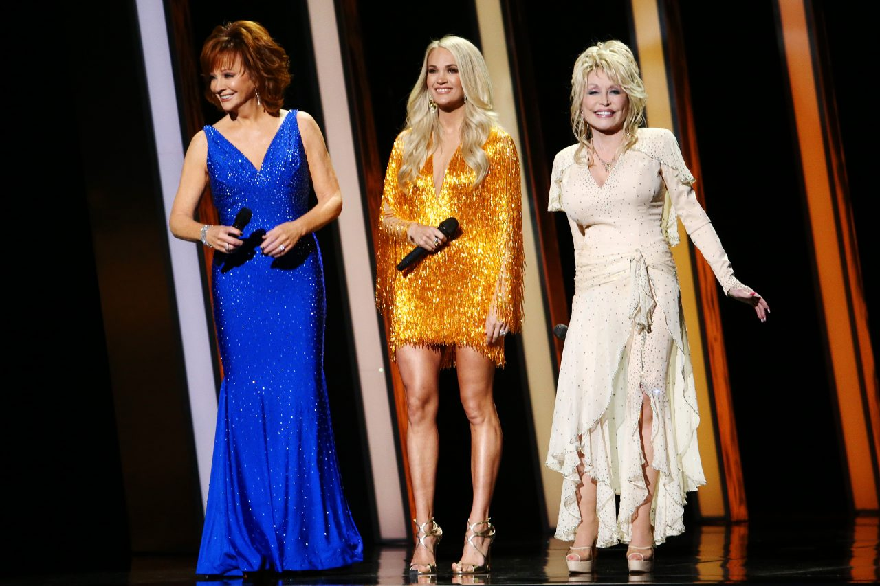2019 CMA Awards: Carrie Underwood, Dolly Parton and Reba's Opening Tackles Boobs, Ageism and Weed