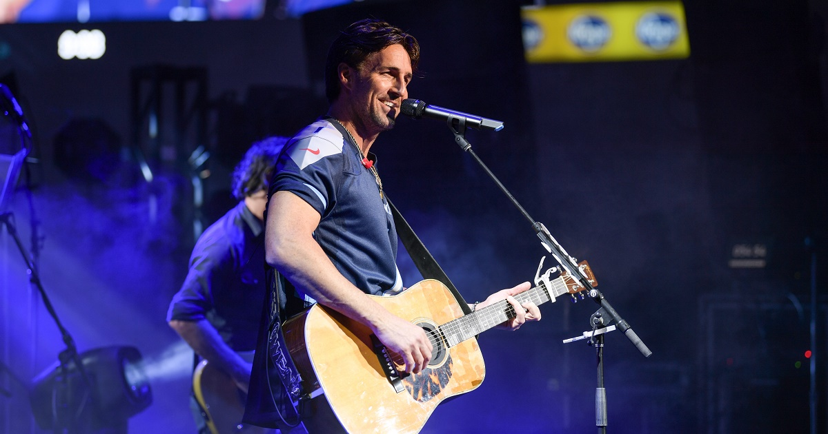 Jake Owen Plans Acoustic Down to the Tiki Tonk Tour