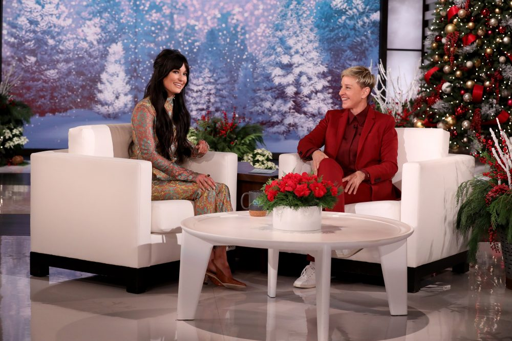 Kacey Musgraves Rings in the Christmas Season on 'Ellen'
