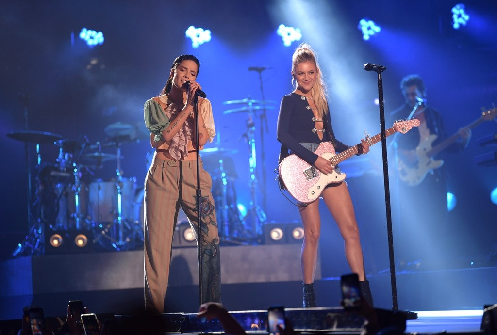 See Kelsea Ballerini and Halsey's 'Graveyard' From 'CMT Crossroads'