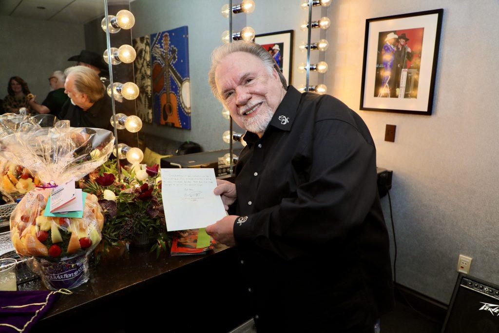 Carrie Underwood sends Gene Watson congratulatory handwritten note and flowers; Photo Credit: Derrek Kupish / dkupish productions