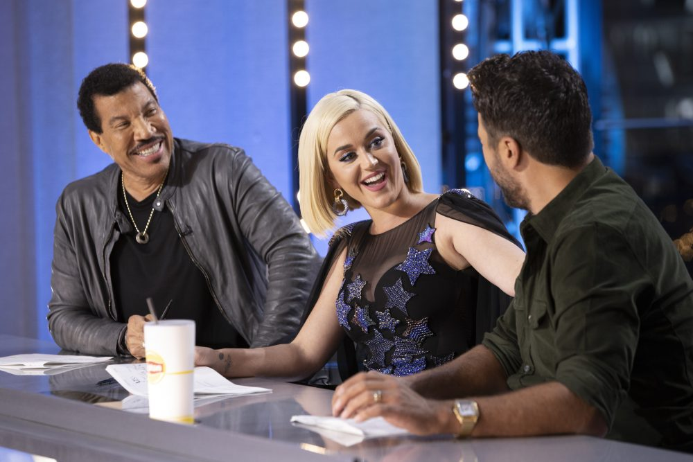 Katy Perry Shares Pregnancy Jokes With 'American Idol' Judges