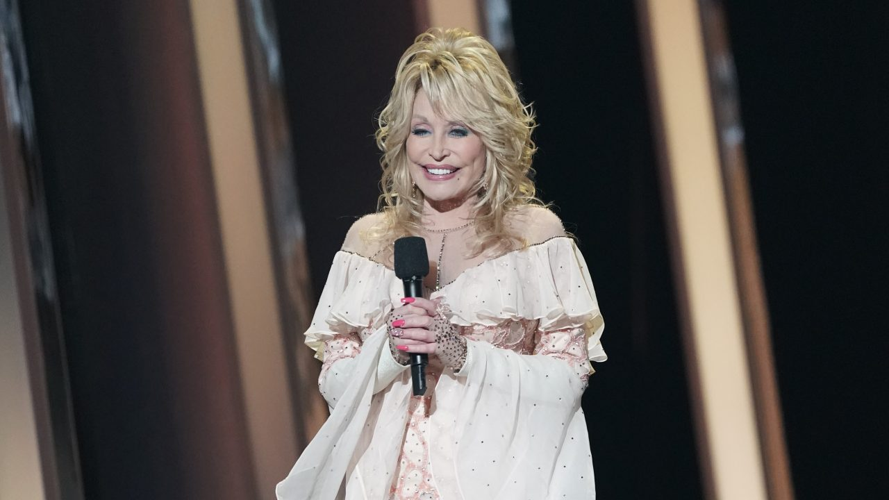 Dolly Parton Wants to Pose for 'Playboy' at 75 Years Old