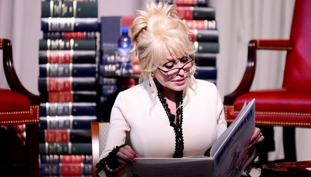 Dolly Parton to Read Children's Bedtime Stories Via Livestream