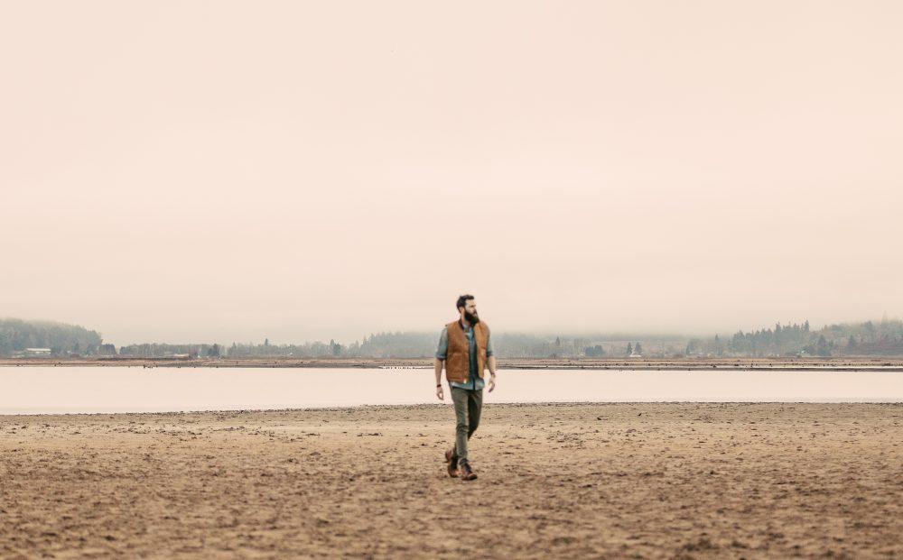 Jordan Davis Celebrates Life's Wrong Turns in 'Detours'