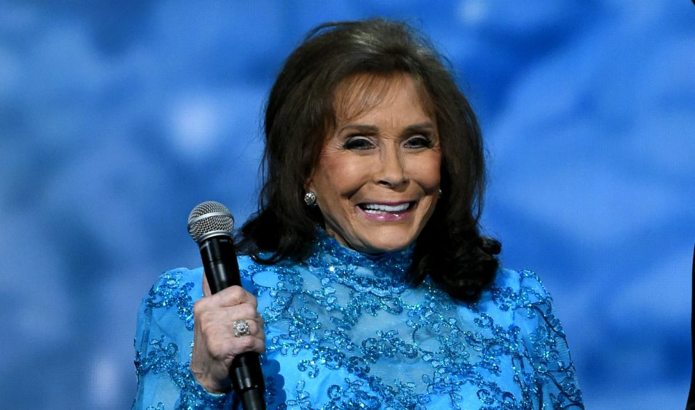 Loretta Lynn Tributes Patsy Cline's Friendship in 'I Fall to Pieces'