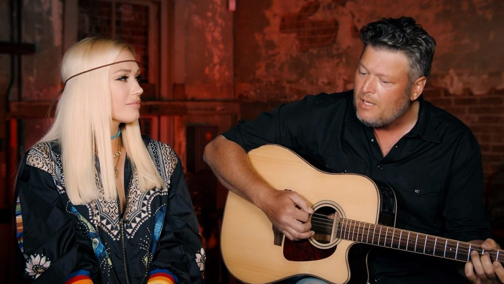 Blake Shelton, Gwen Stefani Serenade Food Bank Volunteers On 'Voice' Finale