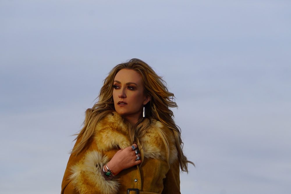Clare Dunn Releases Emotional New Song 'Safe Haven'