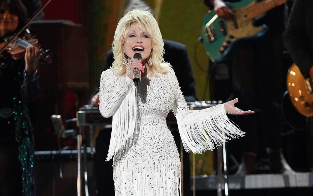 Dolly Parton Pledges to do Better 'When Life Is Good Again'