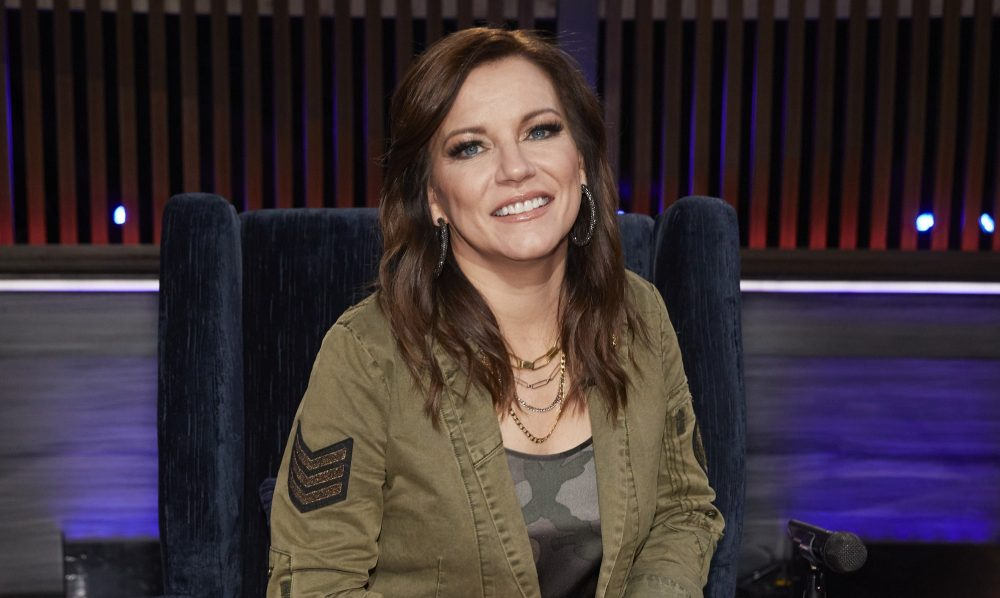 Martina McBride And Daughters Tie Dye Shirts To Support Band And Crew Members Affected By COVID-19