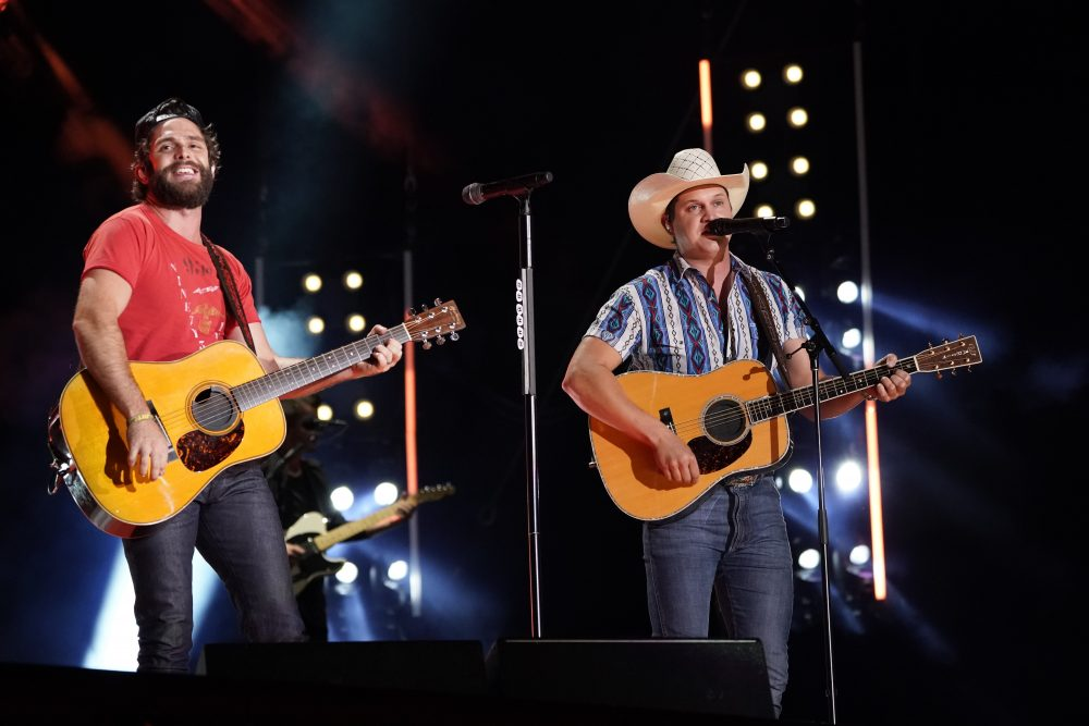 Thomas Rhett and Jon Pardi Toast 'Beer Can't Fix' at No. 1