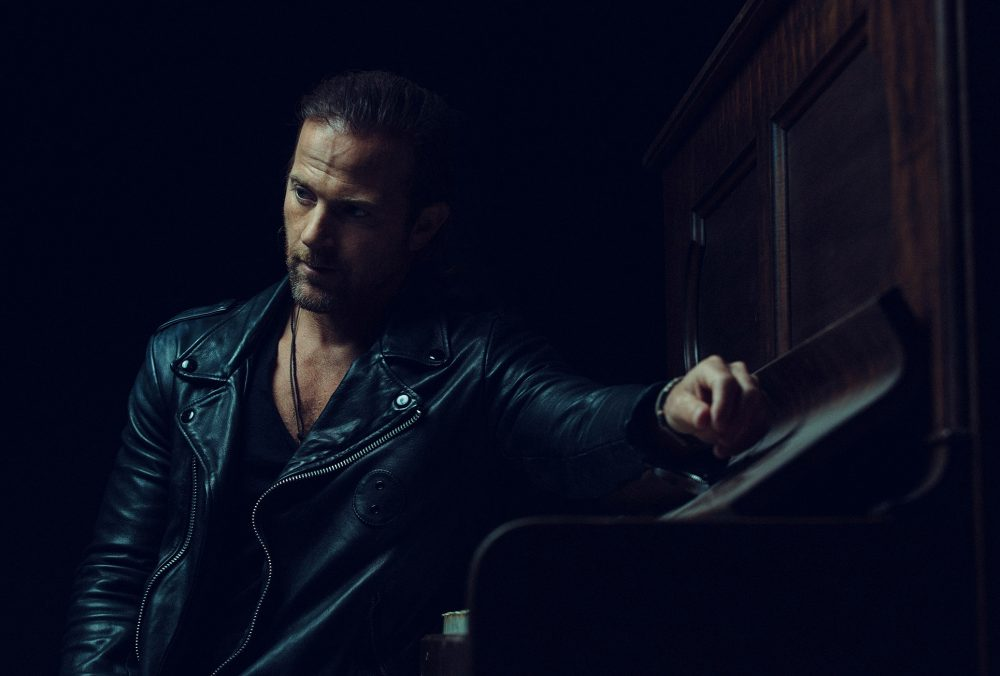 Kip Moore Gives Fans More In Upcoming 'Wild World Deluxe' Album