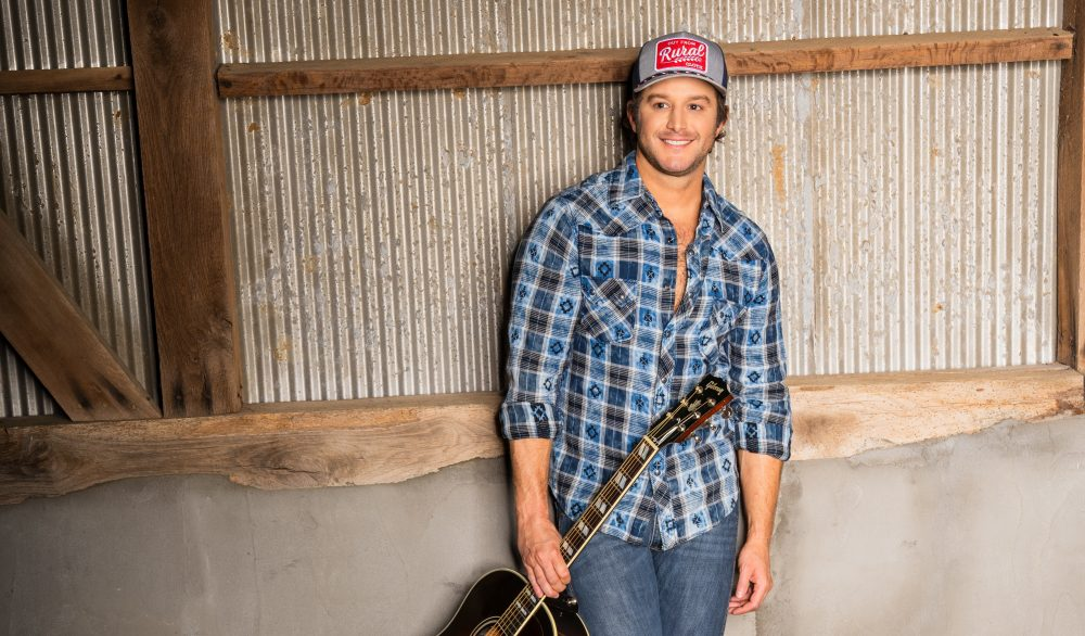 Easton Corbin Gets Back in the Rhythm of Love on 'Didn't Miss a Beat'