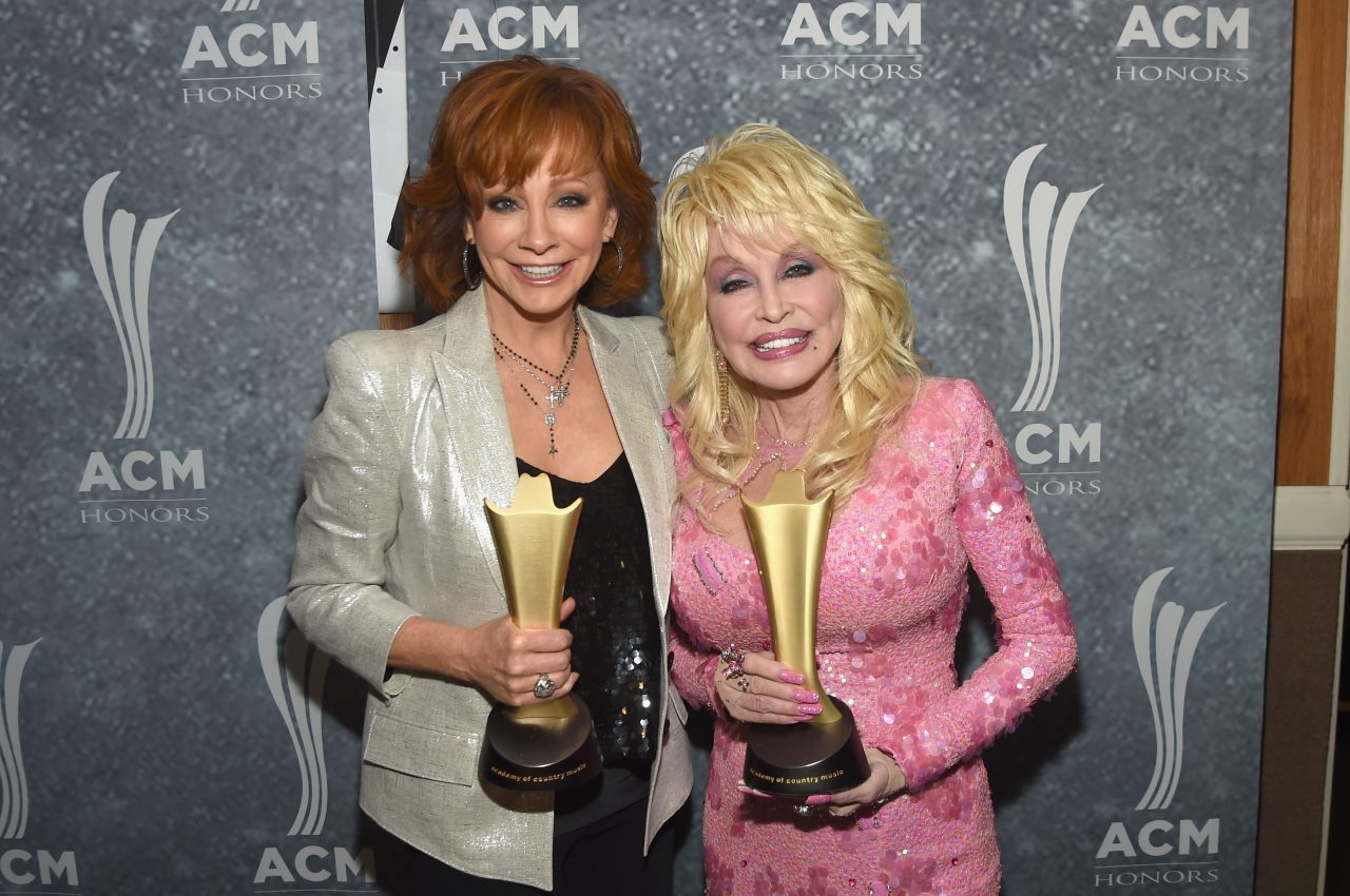 """Reba and Dolly Parton Recreate a Classic While Collaborating On """"Does He Love You"""""""