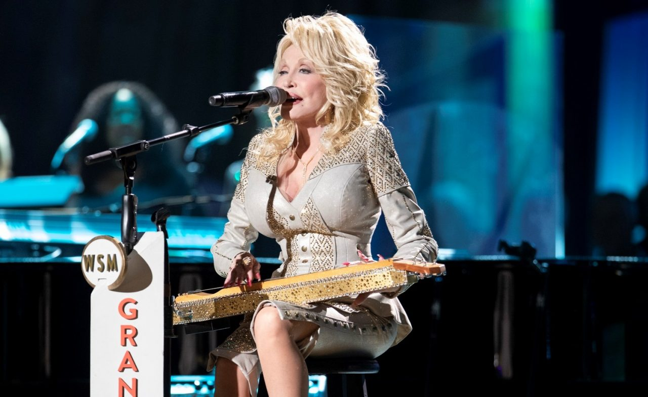 Feel-Good Friday: Uplifting Country News From Dolly Parton, Jennifer Nettles & Thomas Rhett