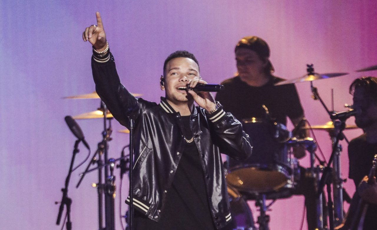 Kane Brown Gives Colorful Performance of 'Worldwide Beautiful' on ACM Awards