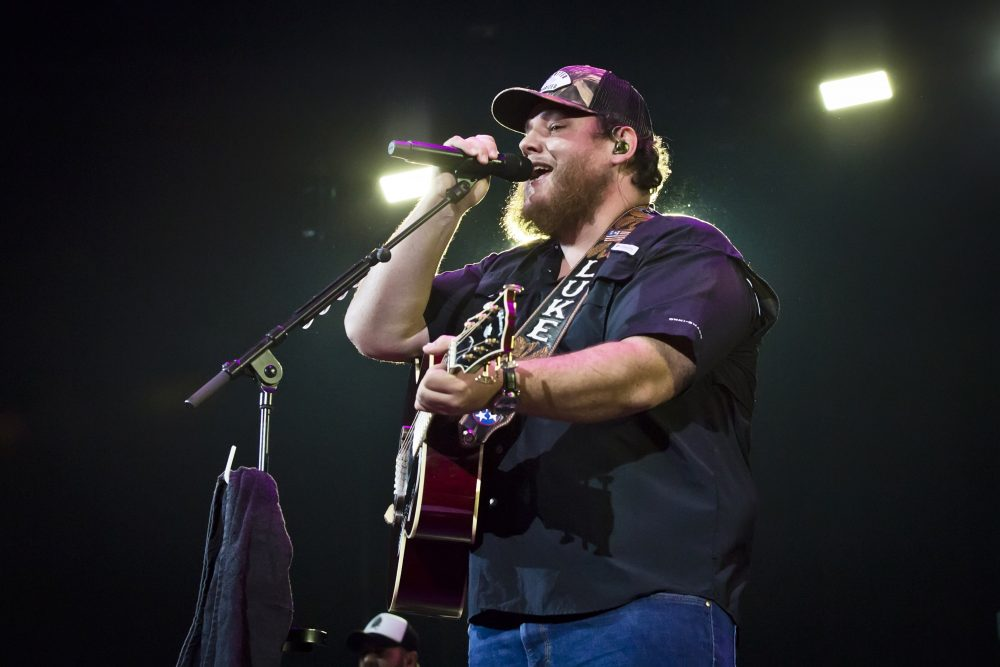 Luke Combs Takes Three Trophies at 2020 iHeartRadio Awards