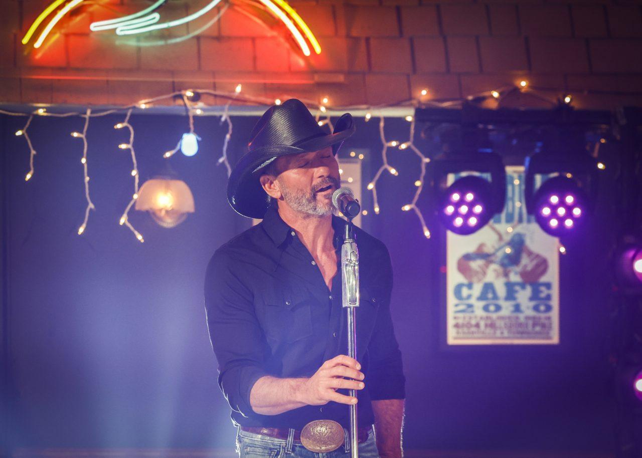 Tim McGraw Performs Heartfelt 'I Called Mama' On ACM Awards