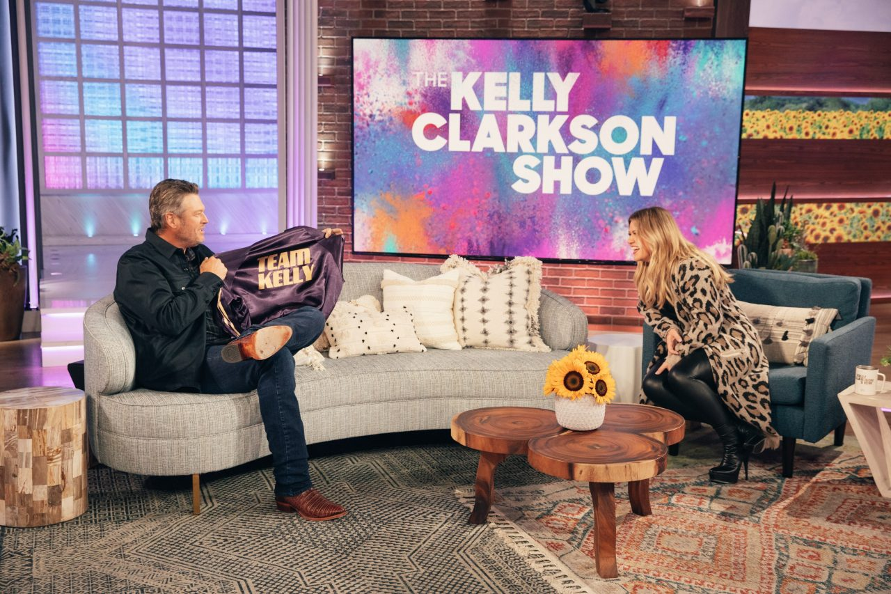 See Hilarious Proof of Blake Shelton and Kelly Clarkson's Sibling Rivarly