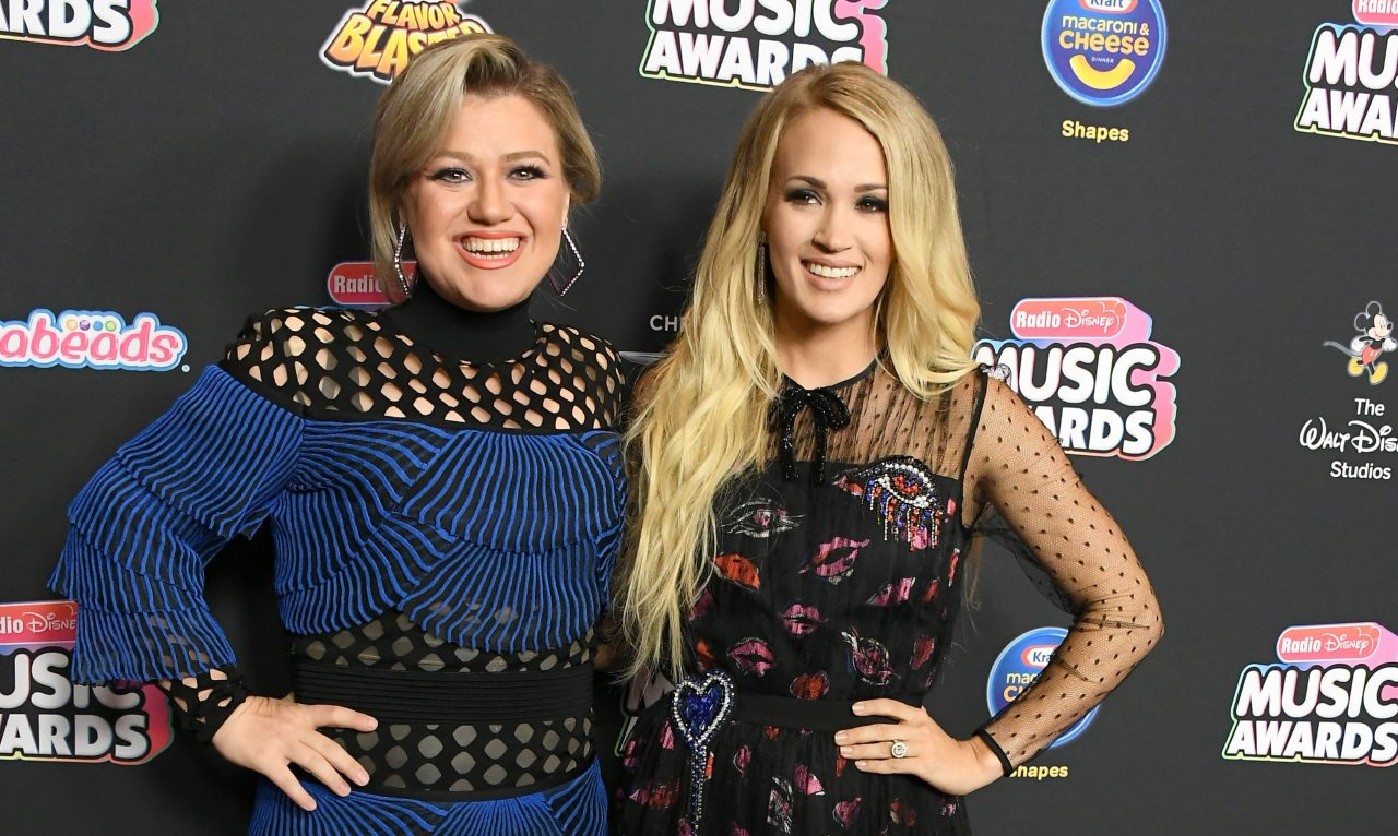 Kelly Clarkson Once Forged Carrie Underwood's Autograph