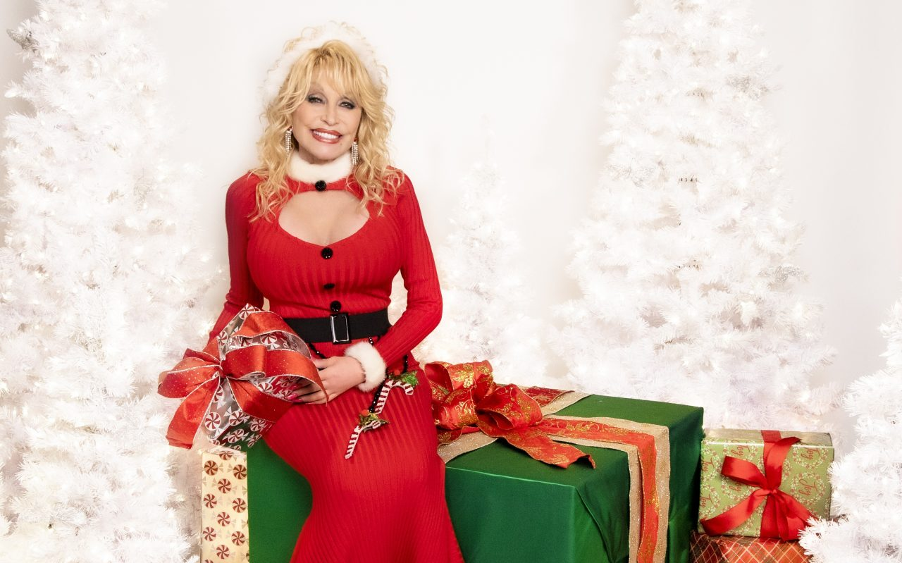 Dolly Parton Christmas Album Debuts at Number One