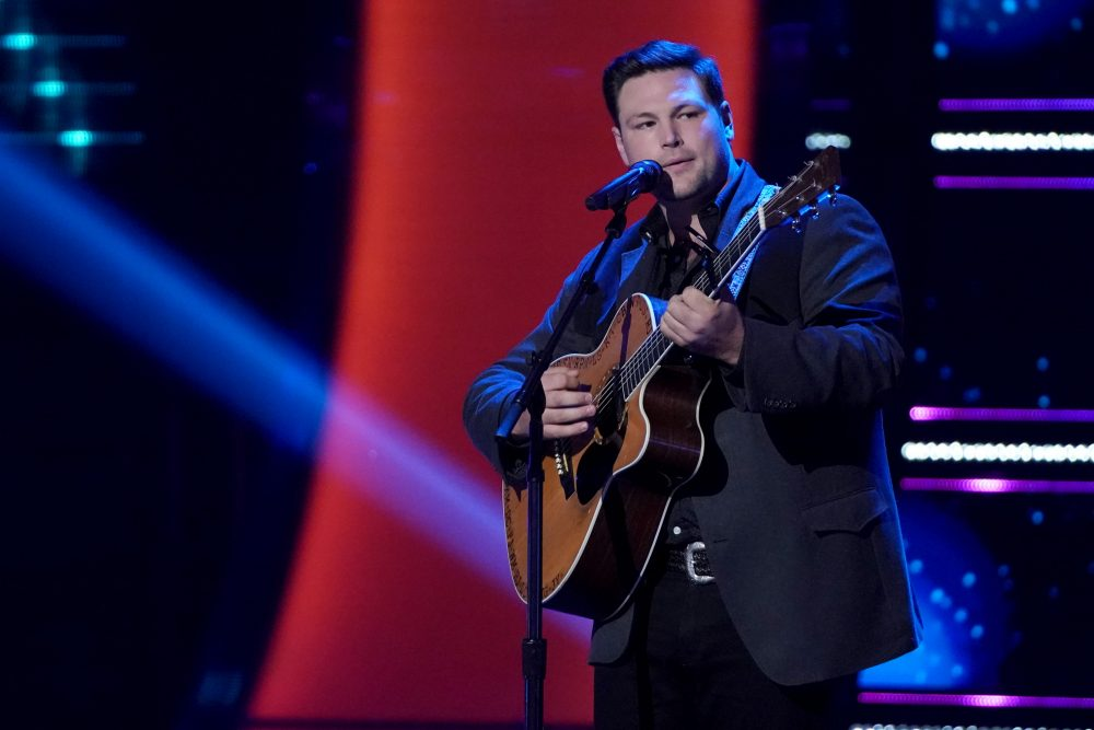The Voice Contestant Ian Flanigan Gets Chair Turn From Blake Shelton