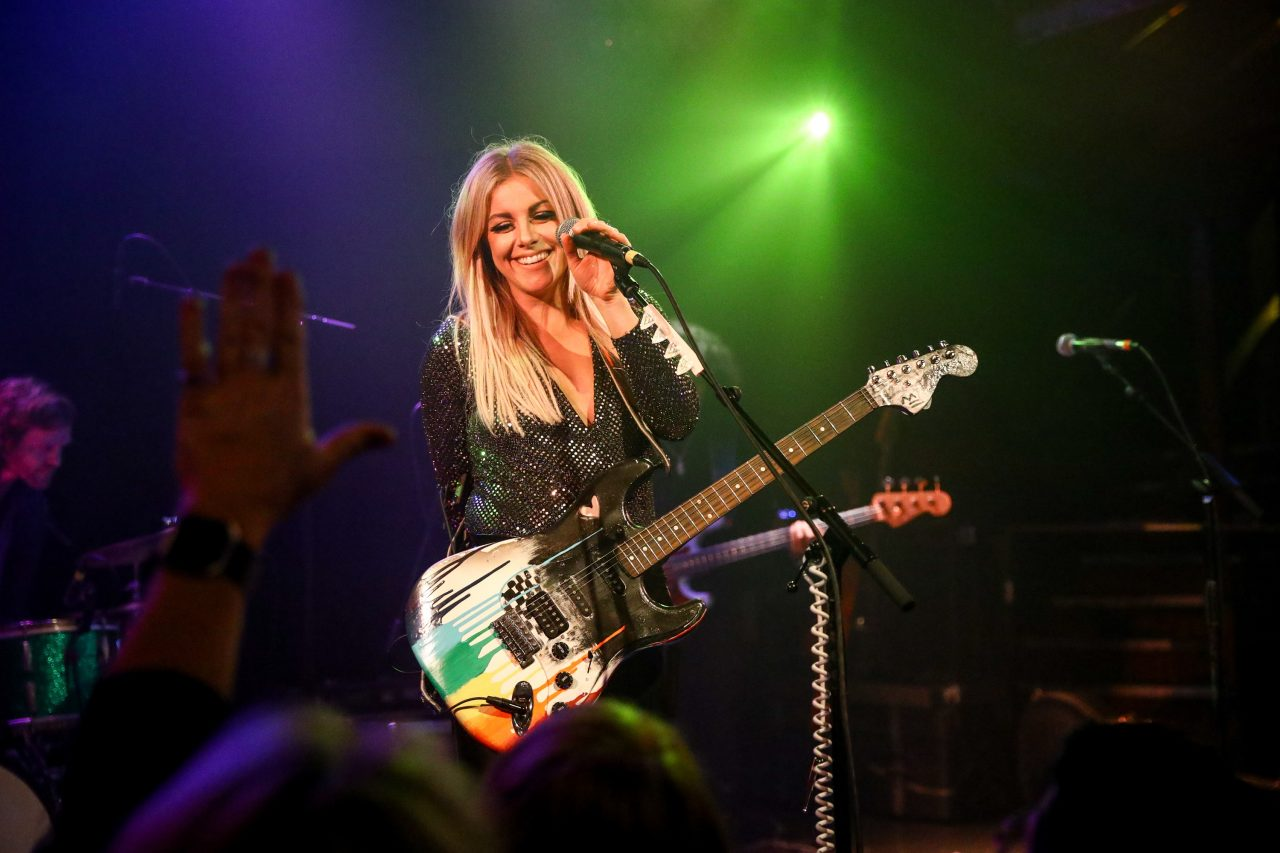 Why Lindsay Ell Didn't Play Guitar In 'wAnt me back' Music Video