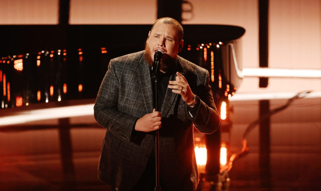 Luke Combs Takes the Stage at 2020 Billboard Awards with 'Better Together'