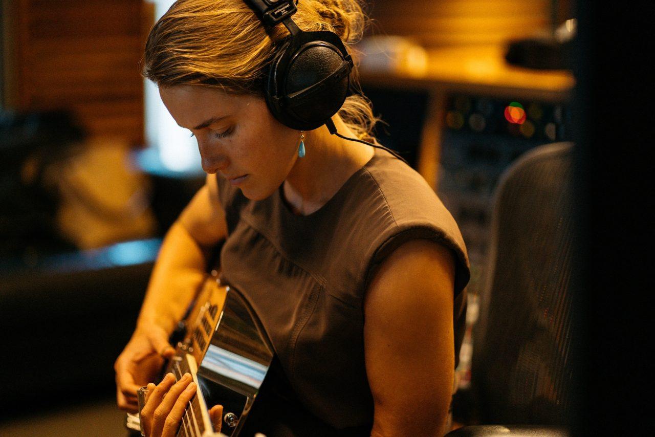 Caroline Jones Puts Bluegrass Spin on 'Silver Bells' & 'Winter Wonderland'