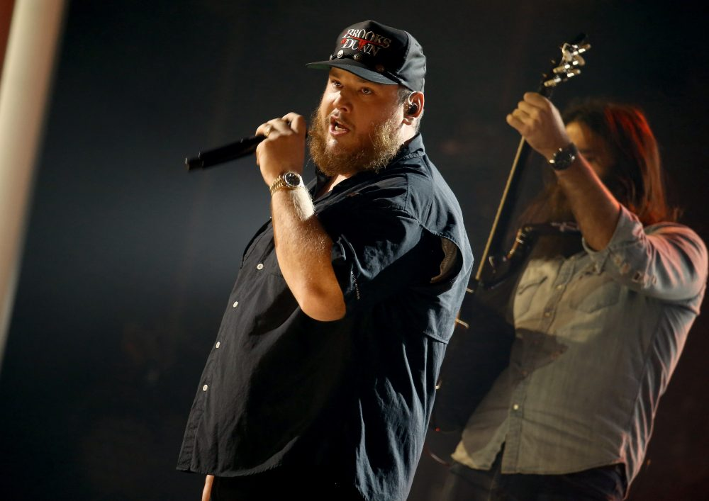 Luke Combs Performs Ruthless 'Cold As You' At CMA Awards