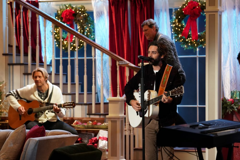 Thomas Rhett Sings Playful 'Christmas In the Country' for CMA Special